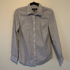 Women's Banana Republic tailored fit button up top